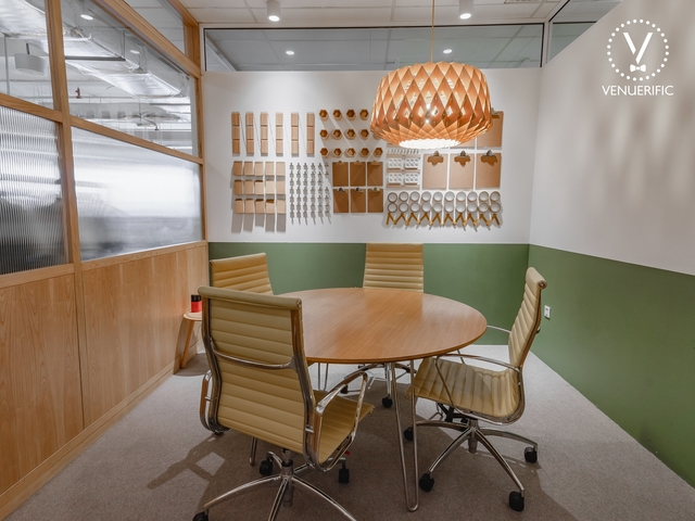 private meeting room for 4 pax