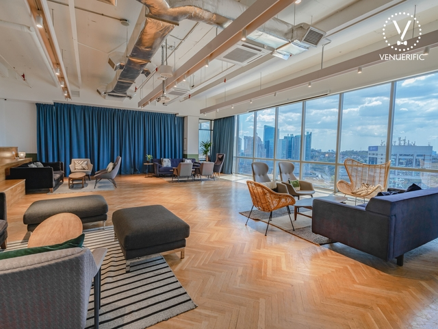 lounge area with panoramic views of the city