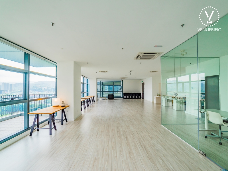 venue with private meeting room or rest room