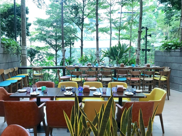 outdoor restaurant in singapore surrounded by trees