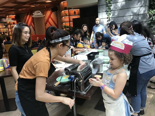 children making pasta with chef