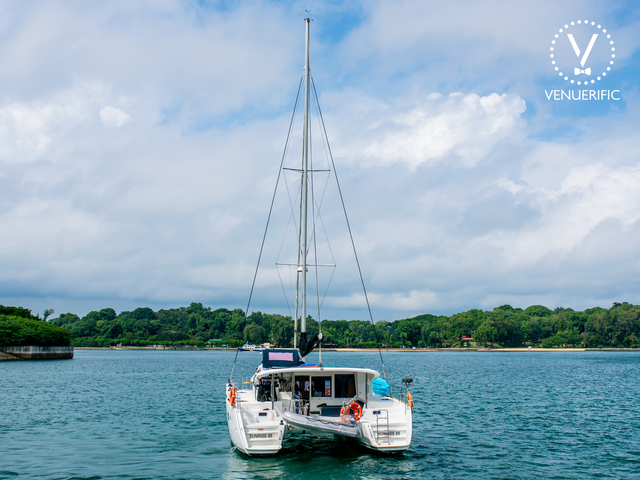 white yacht sailing in singapore sea with canoe facilities