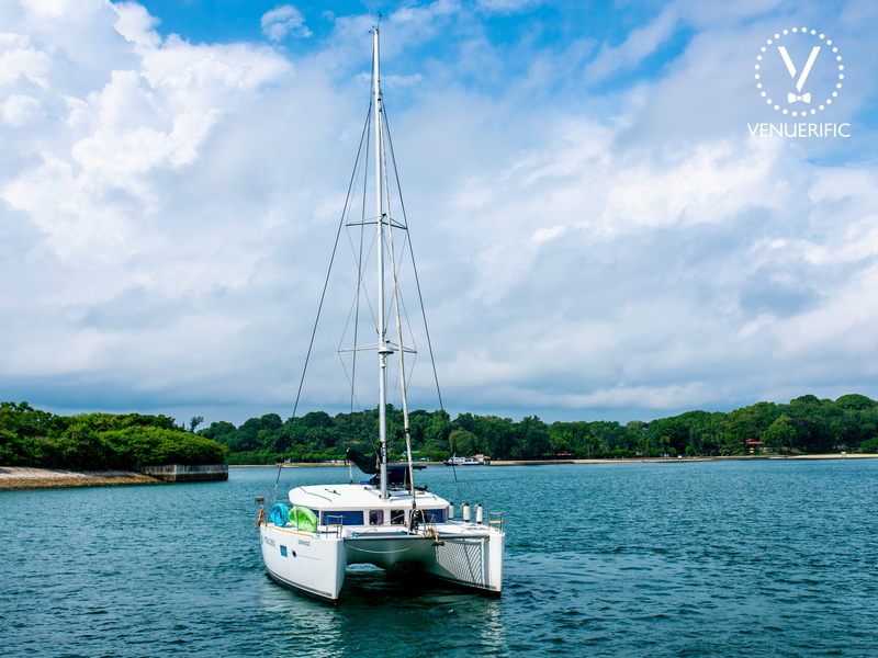 luxury singapore weekend gateaway yacht