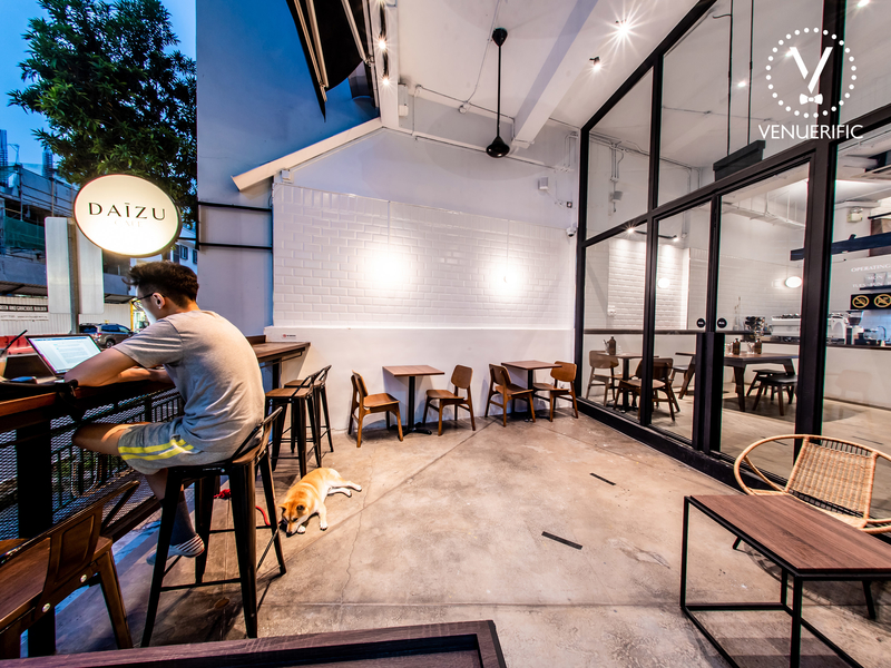 singapore cafe with large outdoor area and pet friendly