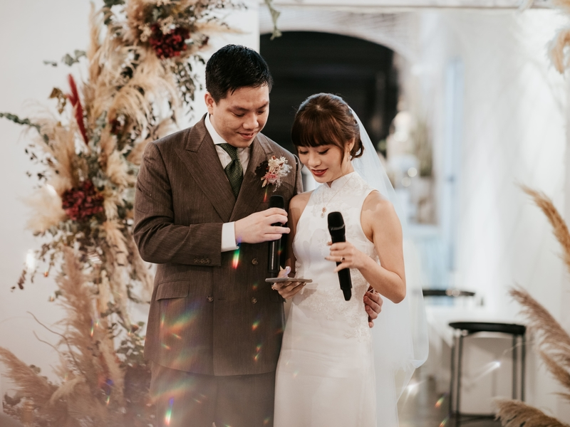flowers decorations and white interior in singapore intimate wedding venue