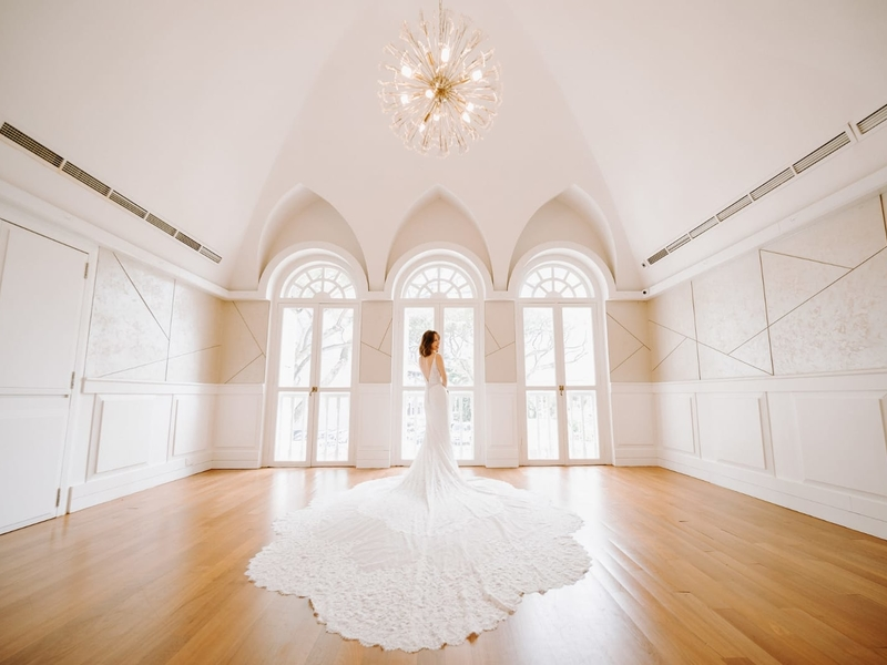 white space with arch ceiling and crystal light in singapore prewedding space