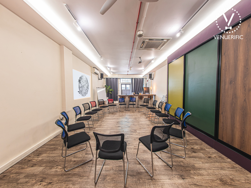 circle chair setup for corporate event discussion