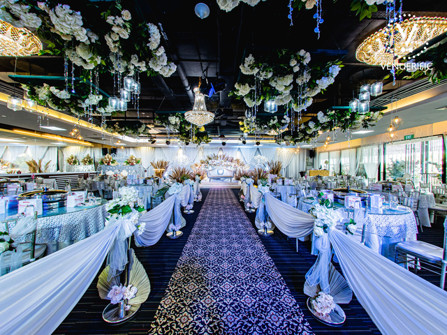 large wedding hall in singapore with white banquet seating and flowers decorations