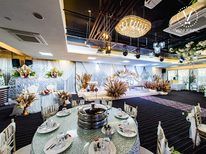 singapore wedding ballroom with banquet seating and flower decorations