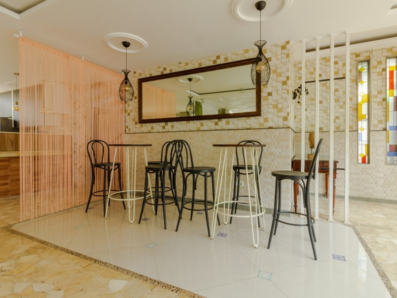 Urbanest Inn Club House
