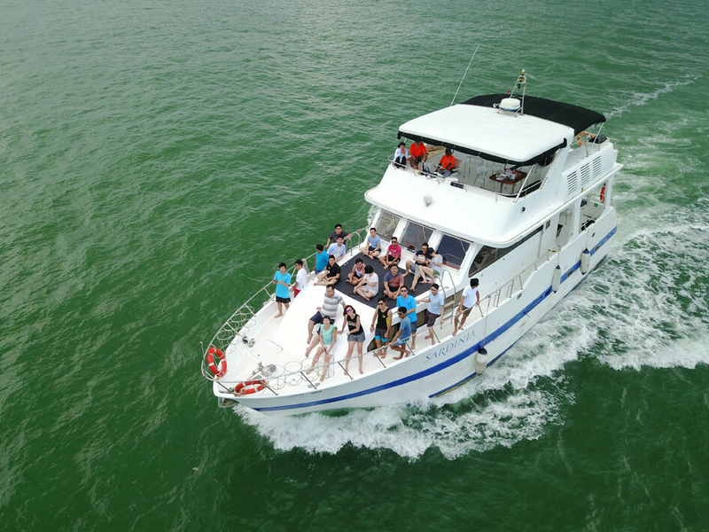 people charter yacht in singapore for private party