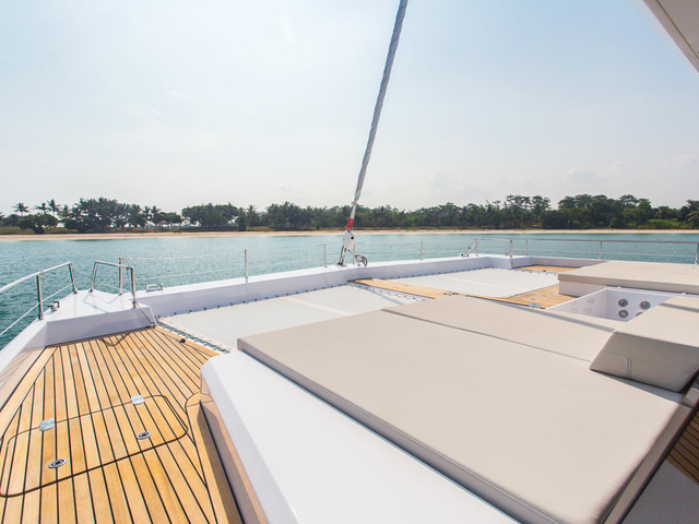 singapore party yacht with large sundeck area