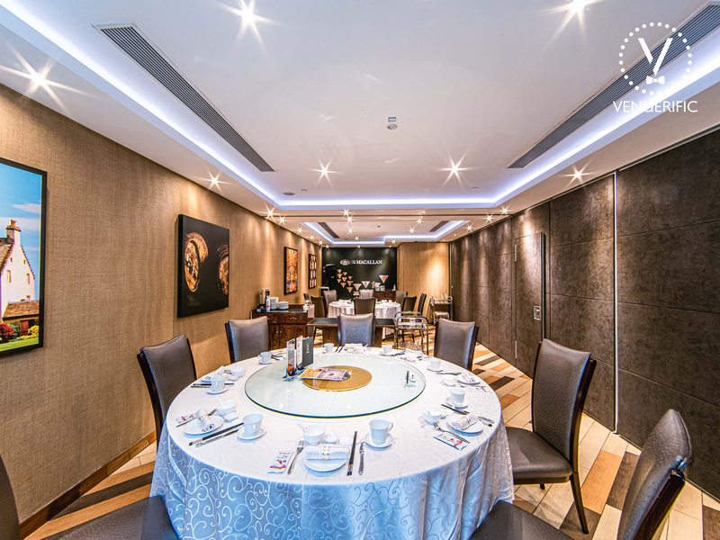 restaurant with round table dining table