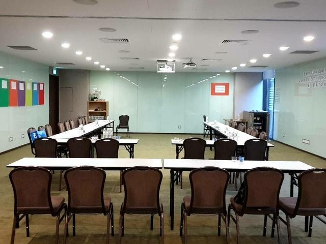 meeting room with u shape setup and writable walls all around