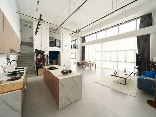 studio with movable kitchen and 5m tall feature wall