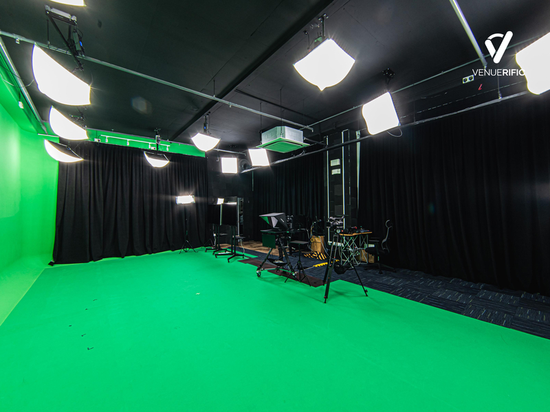 studio rental with green screen and photoshoot equipment
