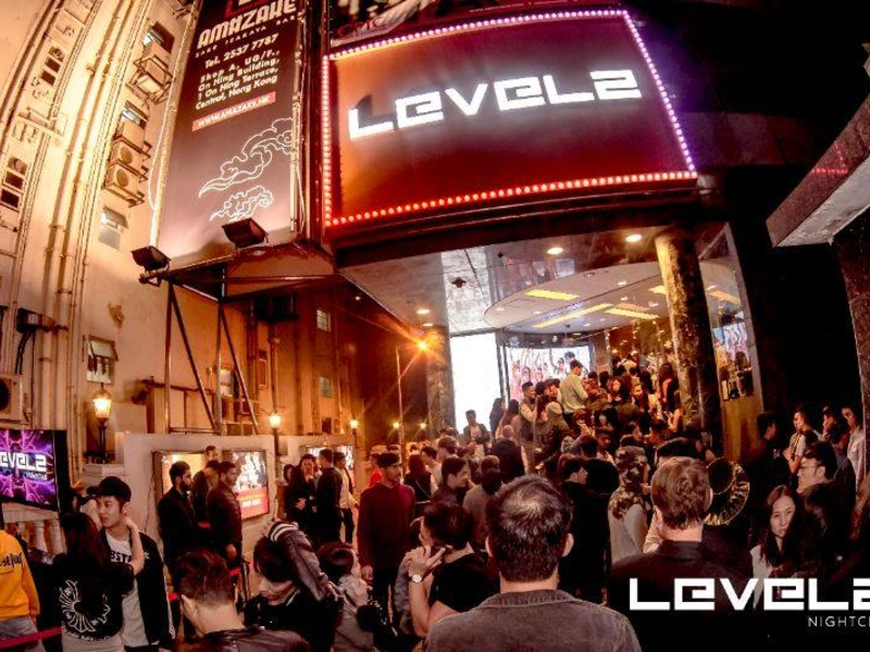 the crowds of people who want to go to level 2 nightclub