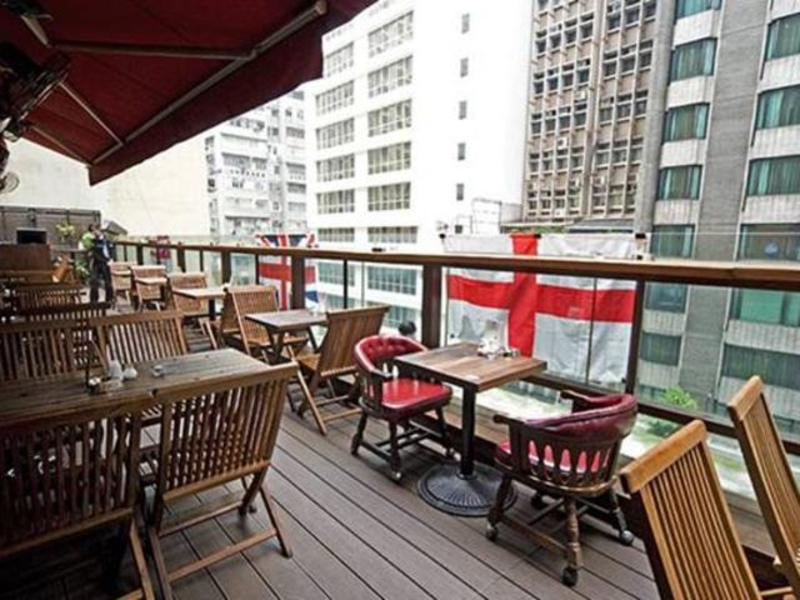balcony outdoor seating area with the view of buildings