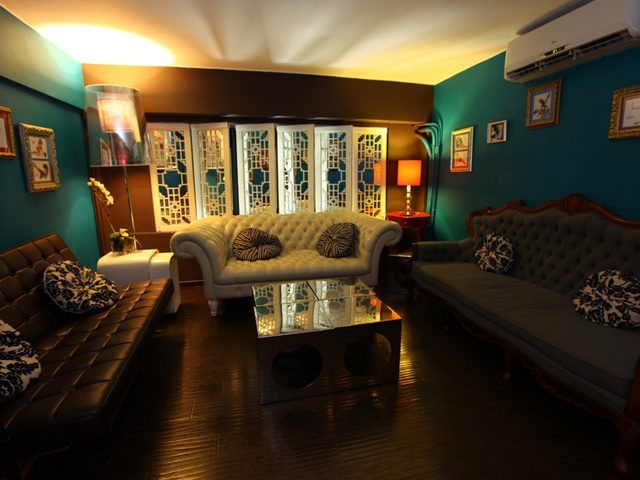 private room with 1920s decor style