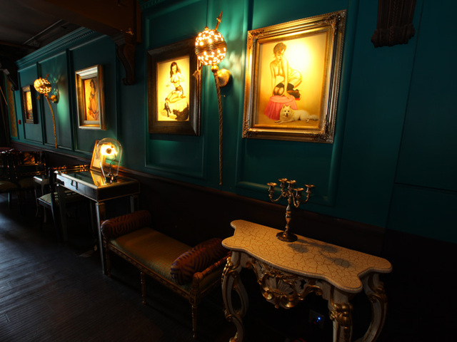 vintage decor in varga lounge area