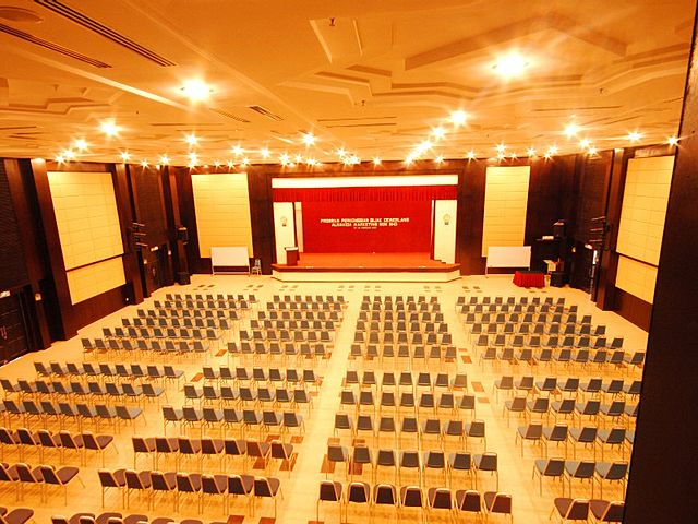 auditorium with 1500 capacity with big stage
