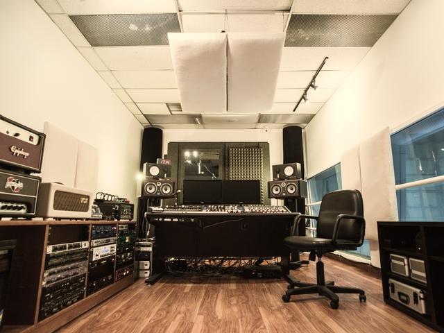 private minimalist music recording studio