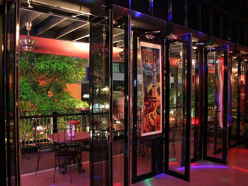 glass door for connecting outdoor space with indoor space