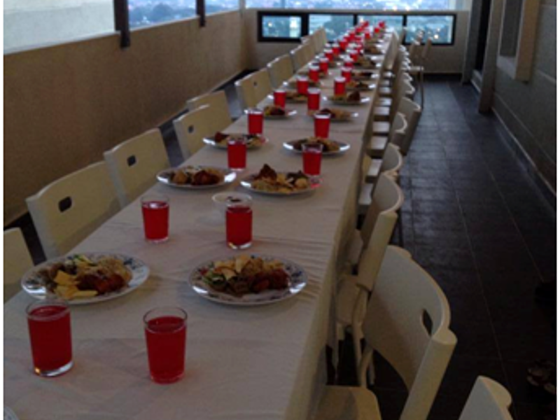 buiness luncheon table setting with food and drinks