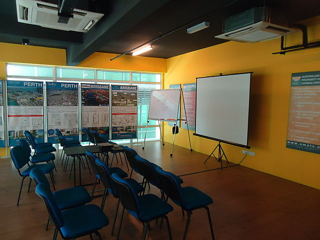board and projector screen in seminar event space selangor