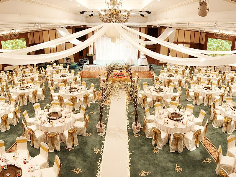 dining wedding party decorate with round table