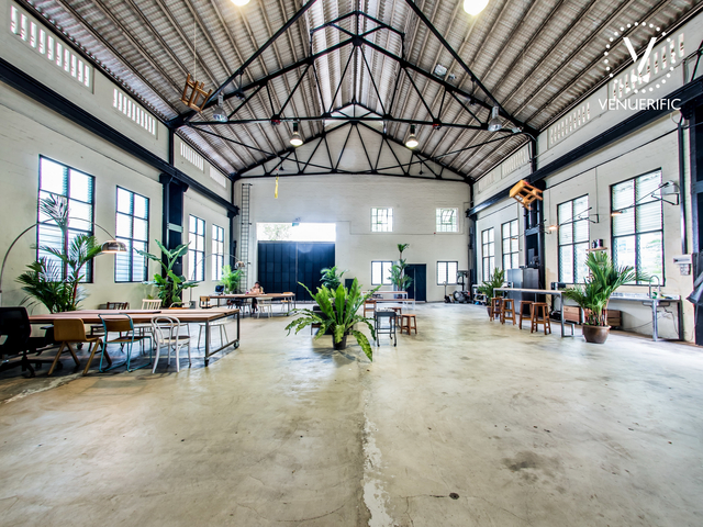 eco-friendly venue in singapore with high ceiling and moveable desks